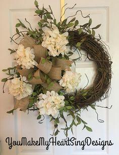 Farmhouse wreath, hydrangea wreath, burlap bow, farmhouse hydrangea wreath, ever… - Wreath Ideen Wreath Crafts, Diy Wreath, Grapevine Wreath, Wreath Burlap, Wreath Bows, Burlap Bows, Tulle Wreath, Wreath Ideas, Front Door Decor