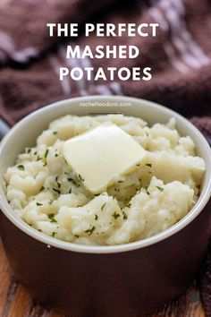 The Best Homemade Mashed Potatoes- an easy delicious recipe anyone can make! #thanksgivingrecipes #recipes #holidayrecipes #recipe #sidedish #sidedishrecipes