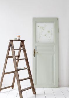 ariadne at Home - Sanoma Media B. ariadne at Home - onderdeel Sanoma Media Netherlands groep Rustic Ladder, Ladder Decor, Palette Pastel, Home Crafts, Diy Home Decor, Country Interior, Space Architecture, Old Doors, Panel Doors