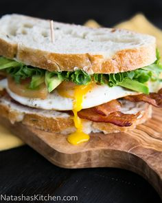 Breakfast BLT Sandwich: Sounds ideal for lunch today! This sandwich is BOMB. | Natashaskitchen.com