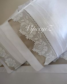 Crochet Home, Hand Crochet, Crochet Doilies, Crochet Flowers, Designer Bed Sheets, Crochet Pillow Cases, Pakistani Fashion Party Wear, Fillet Crochet, Vintage Cross Stitches