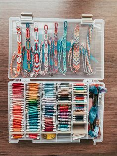 String Bracelet Patterns, Diy Bracelets Patterns, Thread Bracelets, Bracelet Designs, Embroidery Bracelets, String Bracelets, Homemade Bracelets, Diy Bracelets Easy, Summer Bracelets