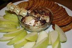 A Year of Slow Cooking: Brie With Pecans and Cranberries Slow Cooker Recipe