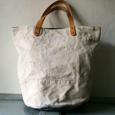 40'S or 50's RAF vintage canvas duffle bag remake rounded totebag  IND_BNP_00083 W44cm H34cm bottom28cm handle41cm  イギリス空軍RAFビンテージキャンバストートバッグ