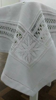 Hardanger Embroidery, White Embroidery, Embroidery Stitches, Hand Embroidery, Crotchet Patterns, Drawn Thread, Linen Sheets, Linens And Lace, Lace Making