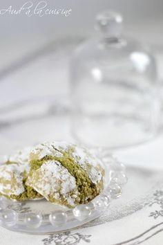 Amaretti au thé Matcha Amaretti Biscuits, Organic Matcha Green Tea, Matcha Dessert, Matcha Green Tea Powder, Greens Recipe, World Recipes, Biscuit Recipe, Delish, Food And Drink