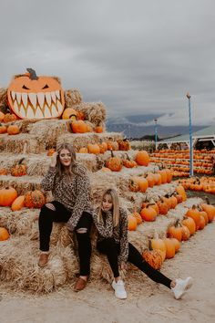 Give me all the fall pumpkins please! Pumpkin patches with your bestie is where it's at! One Loved Babe Fall Fashion Cute Poses For Pictures, Cute Friend Pictures, Fall Pictures, Fall Photos, Picture Poses, Fall Pics, Bff Pics, Picture Ideas, Fall Friends