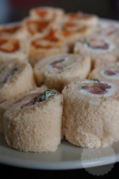 Broodrolletjes - Handmade Helen Muffin, Cheese, Breakfast, Party Ideas, Handmade, Drinks, Food, Salads, Morning Coffee