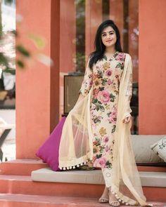 Indian kurta dress With dupatta pant Flare Top Tunic Set blouse Eid Designer Kurtis, Pakistani Dresses, Indian Dresses, Pakistani Kurta, Indian Suits, Indian Designer Outfits, Designer Dresses, Moda Indiana, Kurtis With Pants
