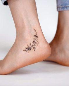 Mutterschaft Tattoos, Ankel Tattoos, Cute Ankle Tattoos, Ankle Tattoo Designs, Cute Tattoos For Women, Dainty Tattoos, Feminine Tattoos, Small Tattoos, Tattoos On Foot