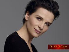 """Hoje (09/03) é aniversário da atriz #JulietteBinoche! Ela já atuou em diversos filmes como """"O Morro dos Ventos Uivantes"""" (1992), """"O Paciente Inglês"""" (1996), """"Chocolate"""" (2000), """"Mil Vezes Boa Noite"""" (2013), """"Acima das Nuvens"""" (2014). Não esqueça dos seus amigos que também estão de parabéns nesta segunda 7♥"""