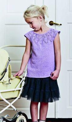 Gratis strikkeopskrift | Sød pigetop med hulmønster