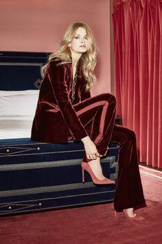 The complete Veronica Beard Resort 2017 fashion show now on Vogue Runway. Moda Fashion, Fashion 2017, Fashion Show, Womens Fashion, Fashion Trends, Fashion News, Latest Fashion, Mode Editorials, Look Formal