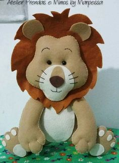 Has other animals on this site to make. Baby Crafts, Felt Crafts, Diy And Crafts, Arts And Crafts, Felt Animal Patterns, Stuffed Animal Patterns, Peluche Lion, Felt Ornaments Patterns, Felt Mobile