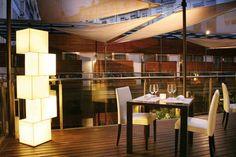 Palau de la Mar hotel. Valencia. España. El Senzone Lounge & Cocktail Bar, el restaurante Senzone, y el Bodyna Spa & Wellness ofrecen diferentes tipos de ambientes que convierten a Hospes Palau de la Mar en un centro de lujo moderno e indulgencia, mientras ofrece a la vez un espacio de paz y relax en el corazón de la ciudad.