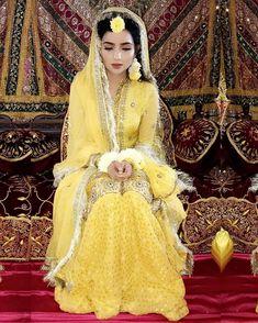 Pakistani mehndi dress - Tere naam ki koi dhadak hai na 🎶 Pakistani Mehndi Dress, Bridal Mehndi Dresses, Pakistani Wedding Outfits, Bridal Dress Design, Pakistani Bridal Dresses, Pakistani Wedding Dresses, Bridal Outfits, Bridal Lehenga, Mehendi