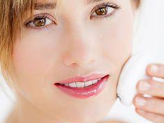 Mitesser sind eine der häufigsten Beauty-Beschwerden von Frauen. So entstehen die kleinen Makel, und so werden Sie sie los!