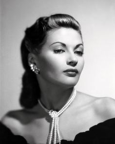 Yvonne DeCarlo (Lily Munster) http://www.templeshows.com/index.php
