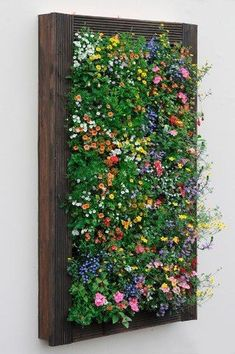 pallet garden To beautify your workplace or house, vertical gardening is filed with the most novel and outstandingly modern ideas. Those eye-catching, green living walls with colorful flowers impart stylish and mind-blowing chic to the place. Garden Wall Designs, Vertical Garden Design, Vertical Planting, Vertical Bar, Small Garden Wall Ideas, Verticle Garden, Vertical Pallet Garden, Vertical Wall Planters, Concrete Planters