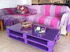 simple table basse en palettes décorée en violet