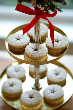 Learn how to make my easy Chocolate Hazelnut Linzer Cookies. A real showstopper of a Christmas Cookie! Includes video recipe too! Christmas Lunch, Christmas Breakfast, Christmas Desserts, Christmas Baking, Christmas Cookies, Christmas Treats, Christmas Foods, Christmas Kitchen, Xmas