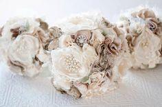 Tessuto Bouquet, Bouquet da sposa fiore di seta, strass nuziale tessuto spilla Bouquet e spille perle, fiori di seta, tortora tan brocce di Cultivar su Etsy https://www.etsy.com/it/listing/171763547/tessuto-bouquet-bouquet-da-sposa-fiore