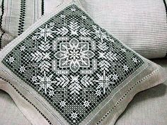 Фотография Hand Embroidery Patterns, White Embroidery, Diy And Crafts, Arts And Crafts, Drawn Thread, Chicken Scratch, Needle Lace, Filets, Shabby