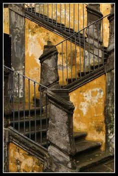 Spaccanapoli Steps, Naples,province of Naples, Campania region Italy. photo by earthmagnified. by minerva Abandoned Buildings, Abandoned Places, Classification Des Arts, Famous Castles, Take The Stairs, Stair Steps, Stairway To Heaven, Mellow Yellow, Stairways