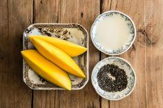 3. Carribbean Queen  Mix 100 gram  stukjes mango met 120 milliliter kokosmelk in een blender. Voeg vervolgens één eetlepel chia zaadjes toe en mix goed. Ook erg lekker met een beetje nootmuskaat of geraspte kokos.