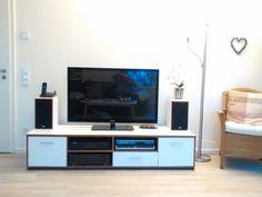 TV-Board wurde mit Folie beklebt:  vorher Nussbaum - nachher weiß!