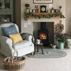 Interior Planning Tips Tricks And Techniques For Any Home. Interior design is a topic that lots of people find hard to comprehend. However, it's actually quite easy to learn the basics of effective room design. Cottage Living Rooms, Living Room On A Budget, Cottage Interiors, Home Living Room, Living Room Designs, Living Room Decor, Cottage Lounge, Country Interiors, Living Room Cabinets