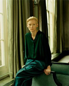portrait of the lady on fire art tilda swinton. Tilda Swinton, British Actresses, Actors & Actresses, Tv Movie, Beautiful People, Beautiful Women, Photo Portrait, Hair Images, Green Hair