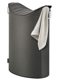 BLOMUS Wäschesammler in sehr hochwertiger Verarbeitung - sorgt für Ordnung in Ihrem Zuhause und besticht zugleich durch sein modisches Design. Durch die schmale Form findet dieser moderne Wäschesammler überall seinen Platz. Praktische Griffe aus Aluminium helfen beim Transport. Oben lässt er sich leicht verschließen und verstaut so Ihre Wäsche zuverlässig. Ein praktischer Aufbewahrungshelfer in...