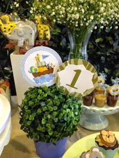 Studio Decor Eventos: BATIZADO COM 1º ANIVERSÁRIO - TEMA ARCA DE NOÉ Decor Eventos, Noahs Ark Party, Red Party, Party Party, Baby Shawer, Baby First Birthday, First Birthdays, Table Decorations, Bernardo