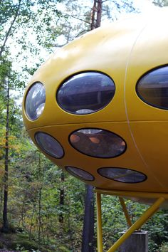 Futuro house at Espoo Museum of Modern Art Finland Gaudi, Organic Architecture, Architecture Design, Architecture Organique, The Time Machine, Prefabricated Houses, Dome House, Flying Saucer, Round House