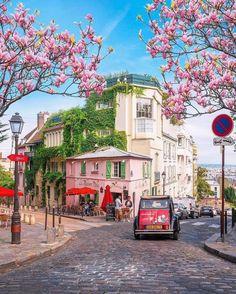 Travel Guide: Here's a list of  Best Cafes In Paris, France  #travel #travelguide #travel2020 #traveltheworld #worldtravel #travelgoals #travelbucketlist #bucketlist #travelitinerary #thingstodo #bestplaces #travellist #luxurytravel #travelitinerary #trip #vacation #2020vacation #quarantinedeals #airbnb #hotels #hostels #cabins #villas Montmartre Paris, Paris Paris, Paris City, Best Cafes In Paris, Ecuador, Paris Secret, Alaska, Best Travel Insurance, Wanderlust Hotel