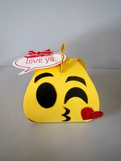Emoji Curvy Keepsake  makes a really cute party favor, treat box, decoration, baby shower,  classroom treat and more!