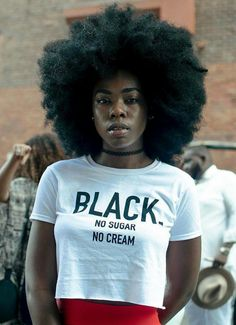 This afro is beautiful and i think this is one of the best things that we can do for black hair Black Girls Rock, Black Girl Magic, Black Girl T Shirts, Skin Girl, Wig Styling, Pelo Afro, Melanin Queen, My Black Is Beautiful, African Beauty