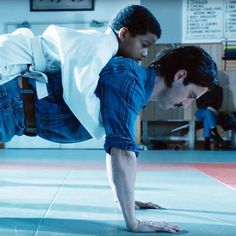 Last night's #ThisIsUs featured SUCH a touching moment between Randall and his father Jack (played by #MiloVentimiglia). ❤️ A dojo instructor had Jack do push-ups with Randall on his back to show Randall that he is his support.  Click the link in our bio to see other cast members like #JustinHartley and #SterlingKBrown showing off their push-up skills off-camera. : NBC