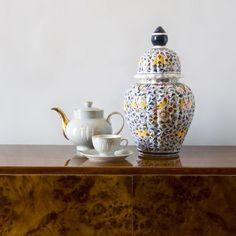 W tym czymś porysowanym kurzym pazurem można sobie nawet i schować różne rzeczy. #vintage #vintagefinds #vintageshop #forsale #design #midcentury #midcenturymodern #decor #ornament #vase