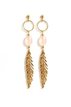 Boucles Plume Quartz Rose via Rubambelle. Click on the image to see more!