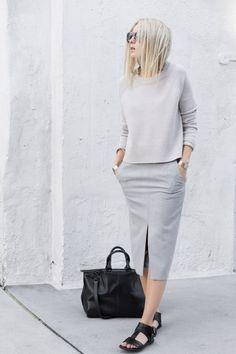 Модный блогер в черном, в белом, в черно-белом и немножко сером. Вот такой монохром и минимализм. Очень интересный опыт. Не каждый так может!