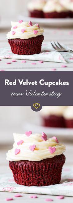 Cremig-süß trifft auf fluffig-saftig – die Red Velvet Cupcakes lassen Schicht für Schicht Naschkatzen-Herzen höher schlagen.