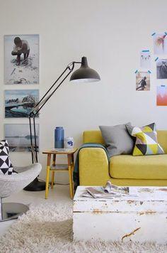 Iluminando com estilo. Veja: http://www.casadevalentina.com.br/blog/detalhes/iluminando-com-estilo-3107 #decor #decoracao #interior #design #casa #home #house #idea #ideia #detalhes #details #style #estilo #casadevalentina #livingroom #saladeestar