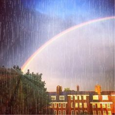 📽🎶...last night there was a beautiful and massive double rainbow in London...( I took this just before the second one properly appeared! ) 🌈 #5ftinfmoving_stills #londonrainbow