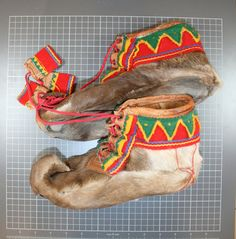 Photo by Tana Museum / Deanu Musea, Creative Commons Attribution-Share Alike Unported license. Lappland, Folk Costume, Costumes, Native Style, Antique Photos, My Heritage, Arm Band Tattoo, Reindeer, Norway