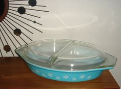 A vintage Pyrex divided dish in the wonderfully retro turquoise Snowflake pattern. 1 1/2 Qt. and in great shape, it is 13 x 8 1/2 x 3 inches high.