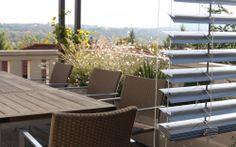 výhled ze střešní terasy / výhled ze střešní terasy Roof Gardens, Outdoor Furniture Sets, Outdoor Decor, Terraces, Green, Home Decor, Decks, Decoration Home, Room Decor