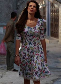 Tv dizilerindeki basma elbise Hatice Sendil, I Dress, Short Sleeve Dresses, Singer, Actresses, Actors, Celebrities, Womens Fashion, Casual