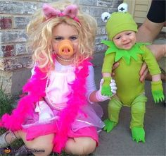 Kermit and Miss Piggy - Adorable Kids Halloween Costumes! Loving Hearts Child Care and Development Center in Pontiac, MI is dedicated to providing exceptional tender loving care while making learning fun! Sibling Halloween Costumes, Sibling Costume, Fete Halloween, Halloween Costume Contest, Cute Costumes, Halloween Kids, Costumes Kids, Funny Toddler Costumes, Creative Baby Costumes